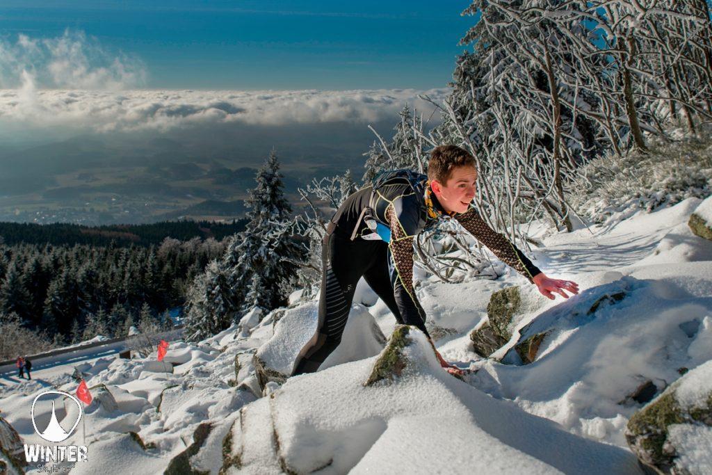 Ondřej Nezval v závodě Winter Skyrace stoupá poprvé na Ještěd